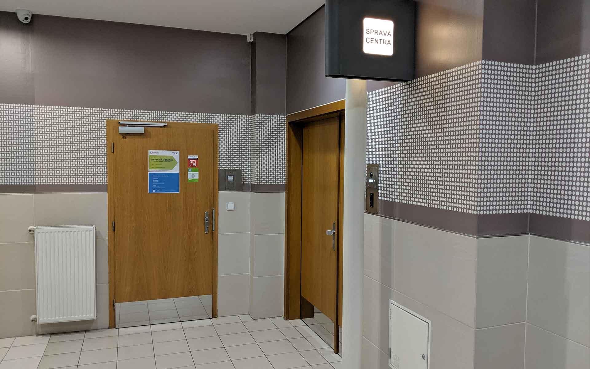 Prostor správy centra za veřejnými WC