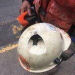 Bezpečnostní ochranná přilba zachránila zaměstnanci život!