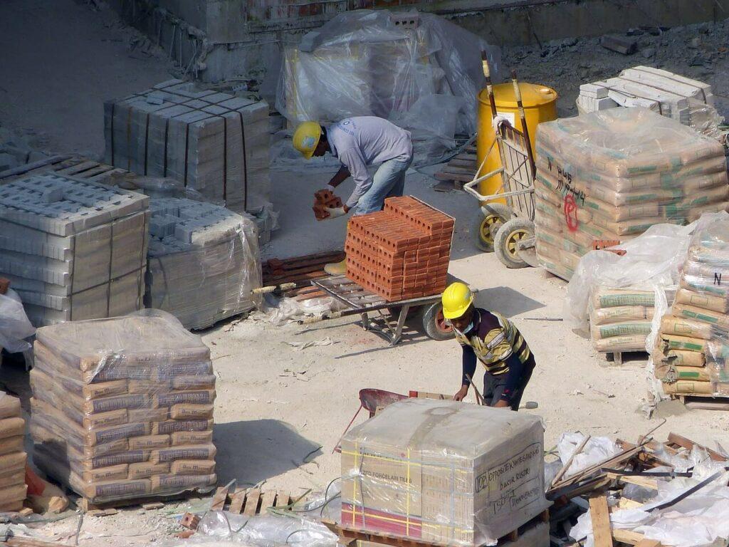 Pomocníci na stavbách