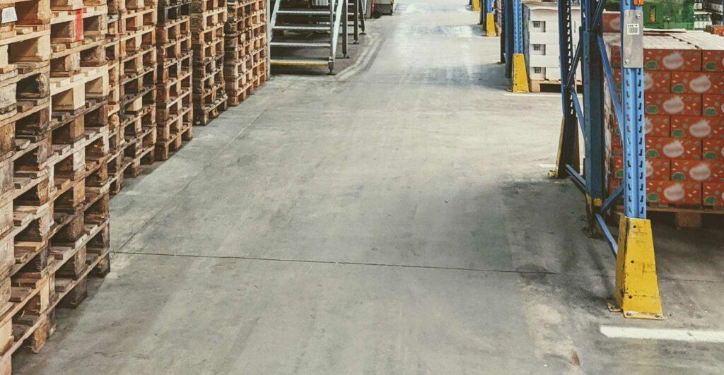 Bezpečnost práce ve skladech - ochranný kryt regálů