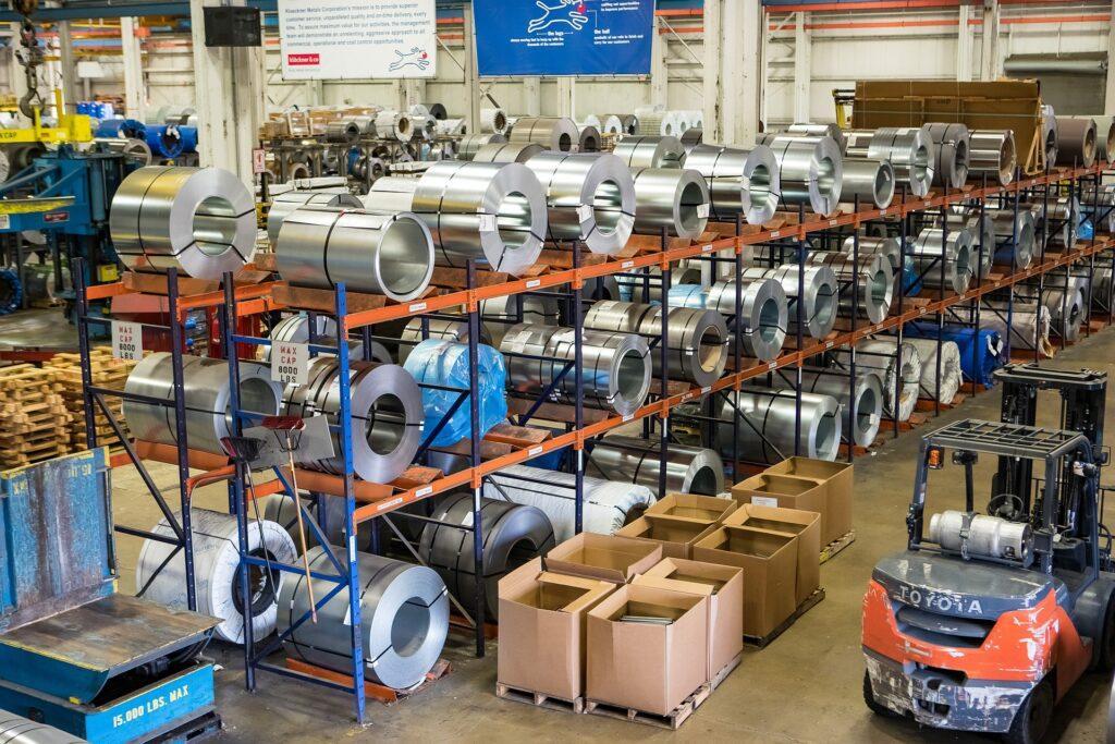 Bezpečnost práce ve skladech - skladovací regály